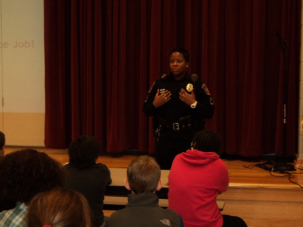 Police Officer Makes Presentation to Children